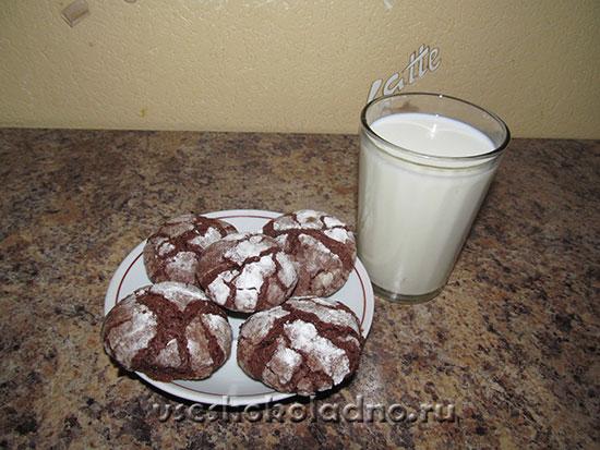 шоколадное печенье с молоком